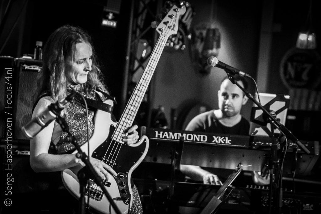 Simone Croes bass live @ Metropool 2017